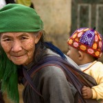 Grandmother and child in Sapa (Photo)
